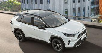 Для состоятельных «стиляг»: Чем удивит Toyota RAV4 вкомплектации Style