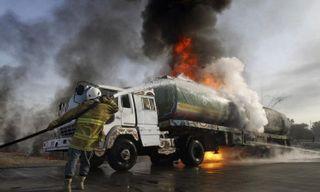 На трассе М-5 загорелась фура, столкнувшаяся с бензовозом