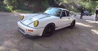 Классический Porsche 911 SC обзавелся современными опциями