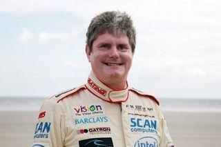 Слепой британец Майк Ньюман разогнал суперкар до 320 км/ч