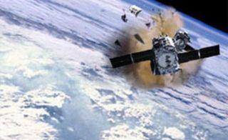 МКС изменил орбиту, чтобы отклонится от космического мусора