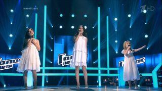 Знаменитая тройка «Голос.Дети»— Александра посередине // источник: стоп-кадр «Первый канал»