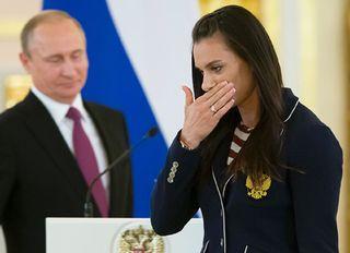 Фото: Исинбаева отдает приказ Путину, Hello.ru