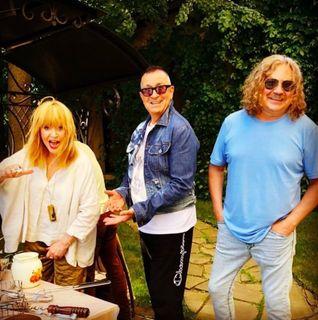 Пугачева, Буйнов и Николаев жарят шашлыки\Источник: just-lady-me.ru