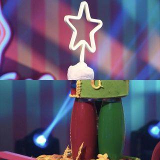 Безумные попытки кондитеров использовать всвоих тортах несъедобные предметы для высоты ввиде светильника созвёздной истеклянные вазы. Скриншоты изYouTube