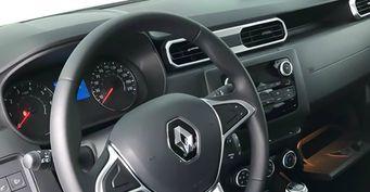 «Круче Прадо»: Первые фото салона нового Renault Duster обсудили автомобилисты