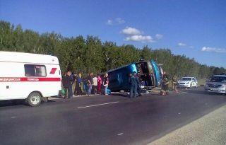 Под Иркутском перевернулся междугородний автобус, 10 пострадавших