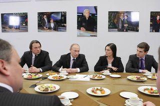 Владимир Путин иДмитрий Борисов обсуждают будущее Первого канала Фото: wikipedia