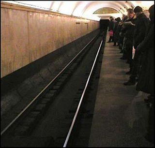 В столице на станции «Коломенская» женщина упала на рельсы