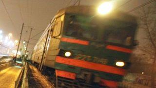 В Москве электричка сбила человека, перебегавшего пути
