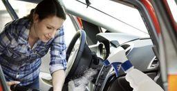 Приемы домохозяек: очистить салон авто помогут средства для мытья окон и унитазов