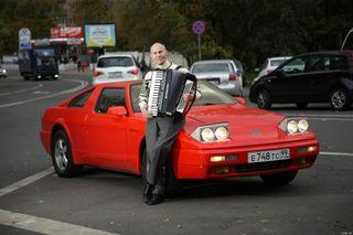 Фото: Юрий Алгебраистов возле «Юны», источник: «Вконтакте»