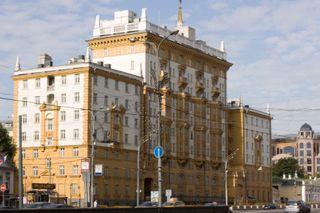 Из-за пожара на подстанции американское посольство в Москве осталось без света