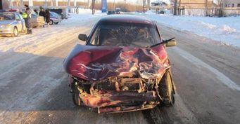 В результате тройного ДТП в Чапаевске маршрутка протаранила стену