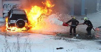 «Любителям ГБО на заметку»: Загоревшийся газовый Toyota Land Cruiser Prado поразил сеть