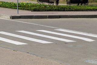 Под Иркутском на пешеходном переходе сбили двух 8-летних школьниц