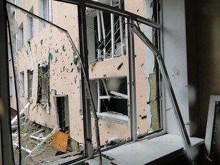 Одна из донецких школ частично разрушена из-за ночного артобстрела