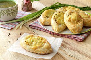 Открытые пирожки из слоёного теста. Фото: vologda.sm-news.ru