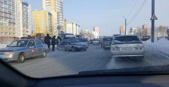 «Легковушка» протаранила автомобиль Росгвардии в Челябинске