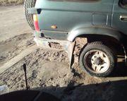 «Кукурузер» на куриных ножках: Land Cruiser с колёсами от «Нивы» заставил автолюбителе «ржать»