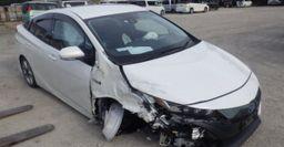 «А что ж ковры от Жигулей положили?»: Каким Toyota Prius был в Японии, и каким стал в России – сеть