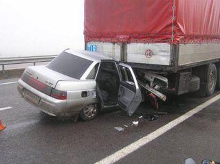 В Нурлатском районе Татарстана легковушка врезалась в КамАЗ, есть погибший