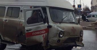 «Cкорая» столкнулась с «десяткой» в центре Ульяновска