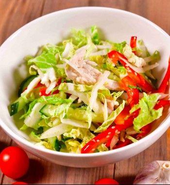 Теплый салат из куриной печени и пекинской капусты