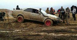 «Легковушка» для джиппера: Диковинный тюнинг Toyota Mark II удивил сеть
