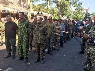 Ополченцы провели «парад» пленных в центре Донецка