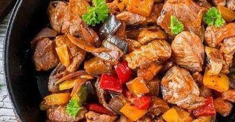 Рецепт на каждый день: Свинина насковороде стоматом и овощами