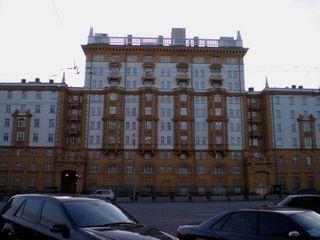 РФ: За незаконную акцию у посольства США в Москве задержаны 4 хулигана