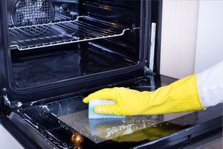 Эффективные средства бытовой химии для духовок иплит. Фото: findglocal.com