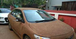 «Королла-корова»: Кузов Toyota Corolla покрыли коровьим навозом