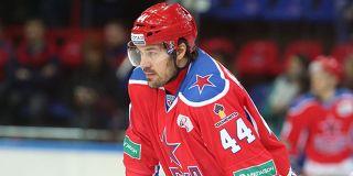 Автоворы угнали у известного хоккеиста Артюхина Mercedes за 10 млн рублей