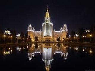 Киевский руфер «Мустанг» забрался на московскую высотку МГУ