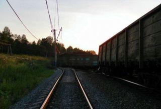 В результате столкновения грузовика с поездом в Эстонии погибли два человека