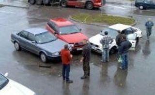 Три автомобиля столкнулись на набережной Обводного канала