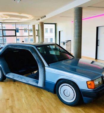 «Кабан» для «обкашливания вопросиков»: Mercedes W201 превратили взал для совещаний