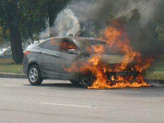 В Екатеринбурге автомобиль протаранил автобус и две машины