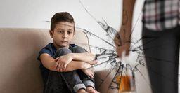 Психолог рассказал, как вредные привычки родителей влияют на детей