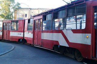 В Санкт-Петербурге столкнулись автомобиль «Daewoo» и трамвай №20