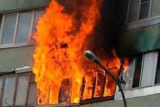 Квартира горела в Минске: работники МЧС спасли двоих человек