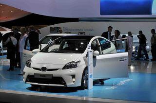 Toyota Prius 2016 может получить полный привод и две батареи на выбор