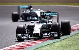 Британец Хэмилтон выиграл первый в истории Гран-при России «Формулы-1»