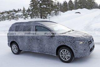 Фото: Шпионское фото универсала Dacia— возможно, будущий «сарай» LADA Niva, источник: Motores