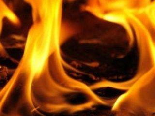 На севере Москвы возник пожар в складских помещениях – гремят взрывы