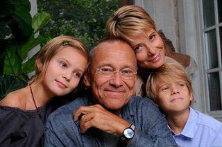 Родители Марии Кончаловской помогают своей дочери выйти из комы