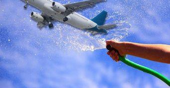 В Турции помыли самолёт с первыми туристами