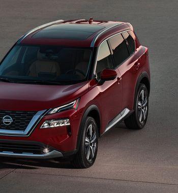 10 отличий ненайти: Nissan X-Trail 2021 опечалил россиян «спартанским» салоном отQashqai